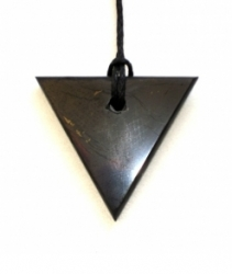 Shungit pendant triangle (female)