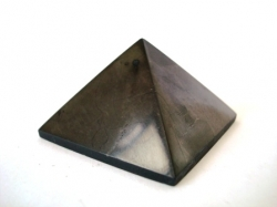 Shungite pyramid polished 3x3 cm