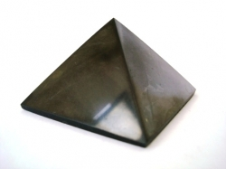 Shungite pyramid polished 4x4 cm