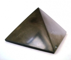 Shungite pyramid polished 6x6 cm