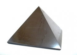 Shungite pyramid polished 7x7 cm