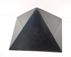 Shungite pyramid polished 10x10 cm